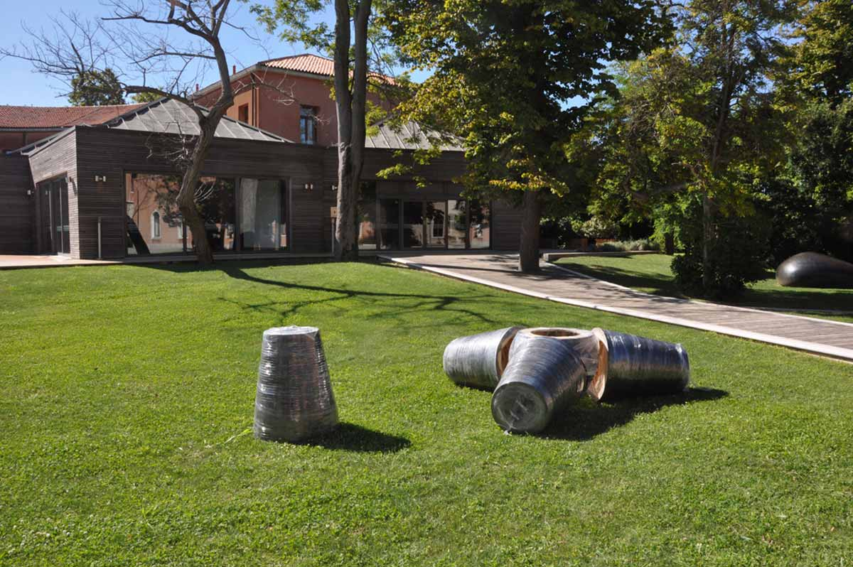 graphite on wood, cm 200 x 240 x 240. Installation view San Servolo's isle garden Veniice